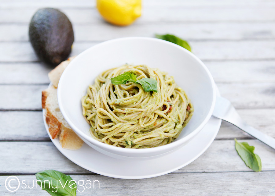 avocado pasta sauce, creamy and vegan with sun dried tomatoes