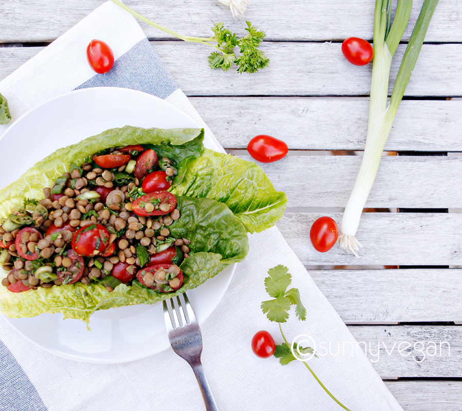 easy healthy detox salad with grape tomato and lentils