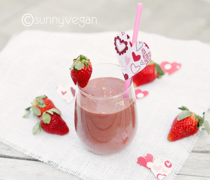 healthy valentines day treat, smoothie photo and recipe on sunny vegan